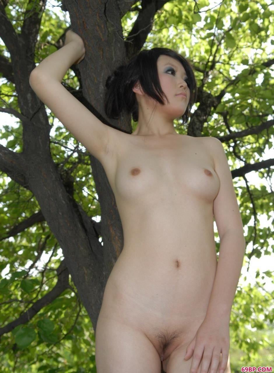美模梦梦树林里的勾魂美体_西西人体中国版图片欣赏