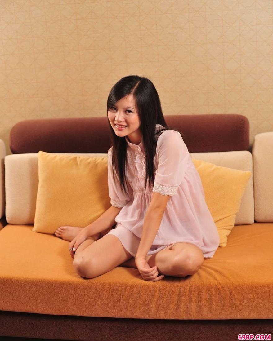 嫩模湘湘新房子里的清纯美体