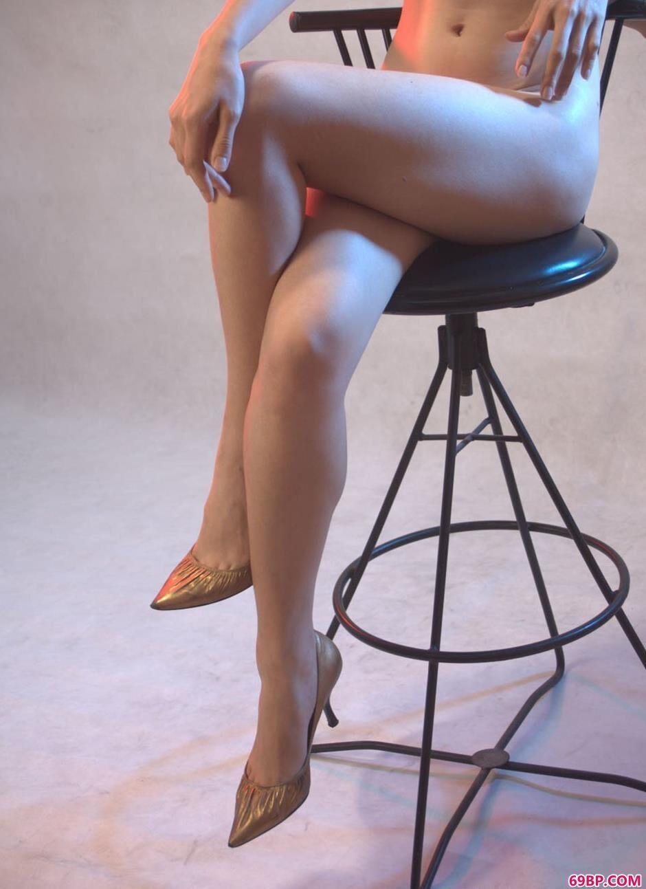 裸模紫络写真棚里的诱惑美体