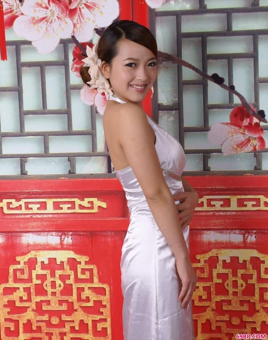 裸模艾玛图片棚里的可爱人体_西西人体图片www44rt