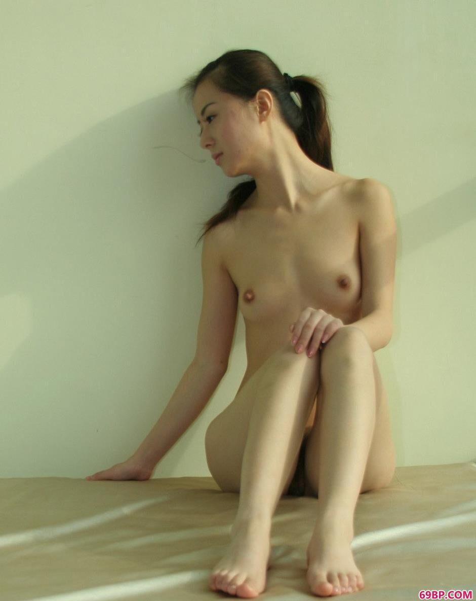 美人娜娜房间内的性感人体3