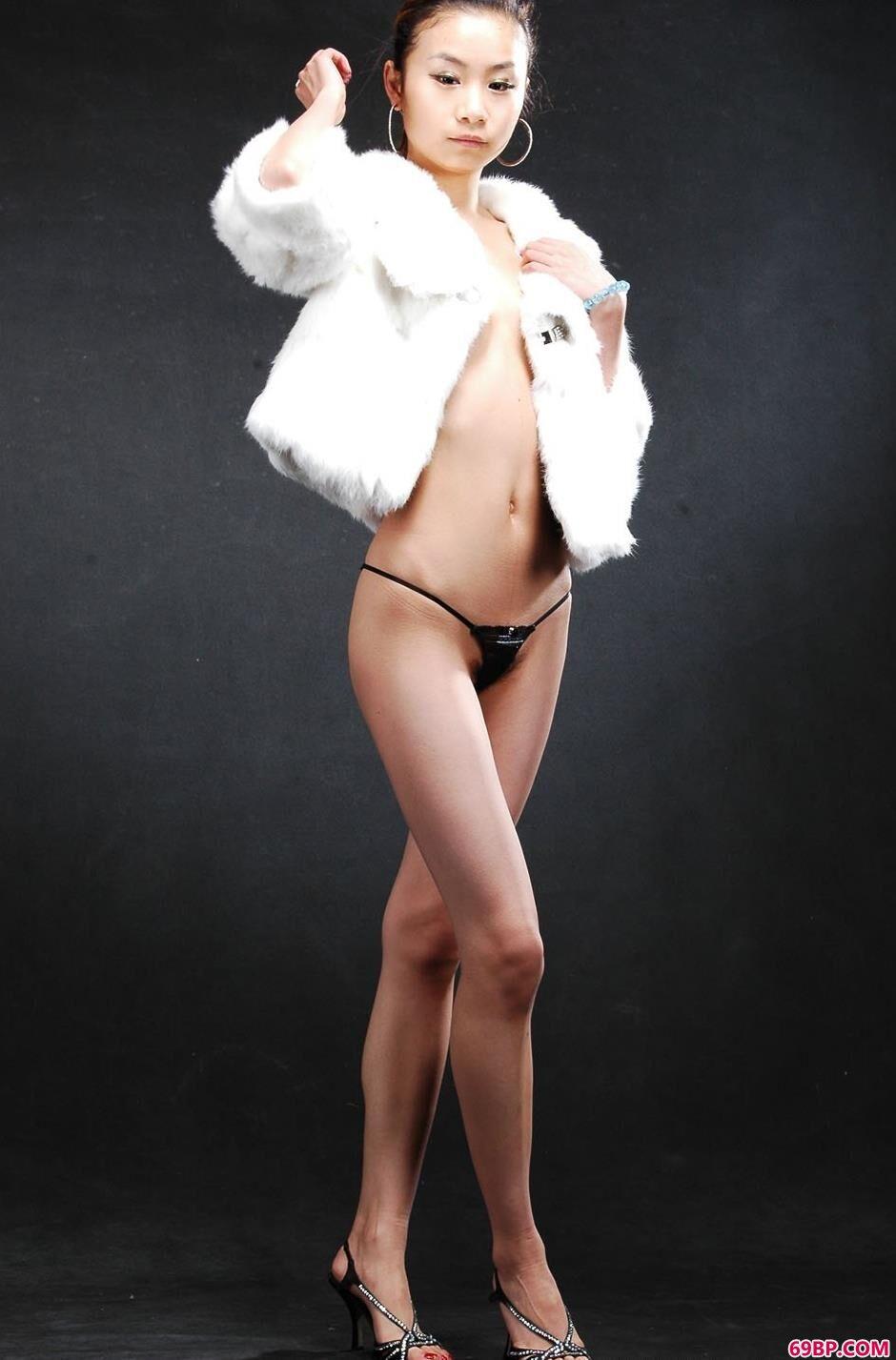 裸模贝贝棚拍舞蹈中的美体1