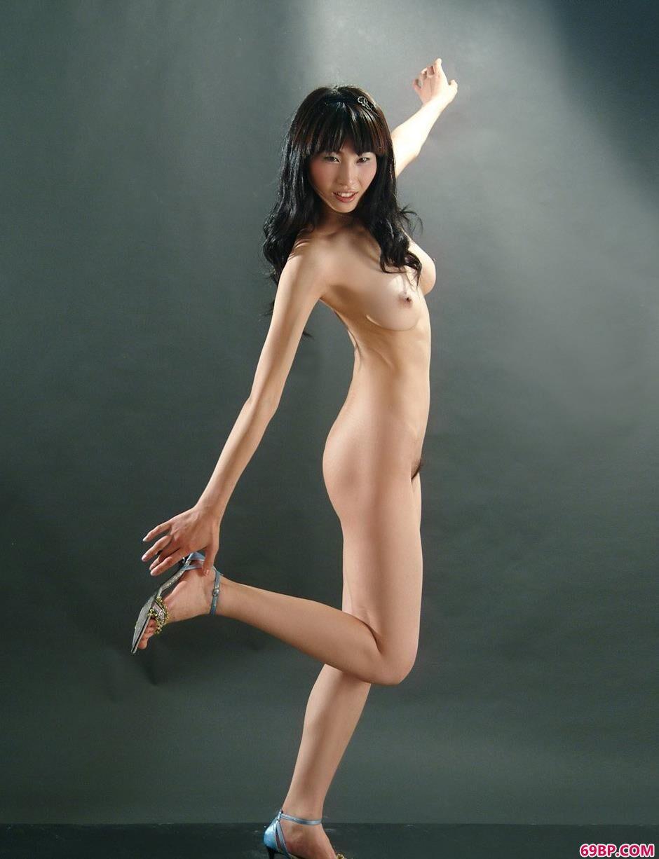 骨感妹子薇薇古典椅上的经典人体