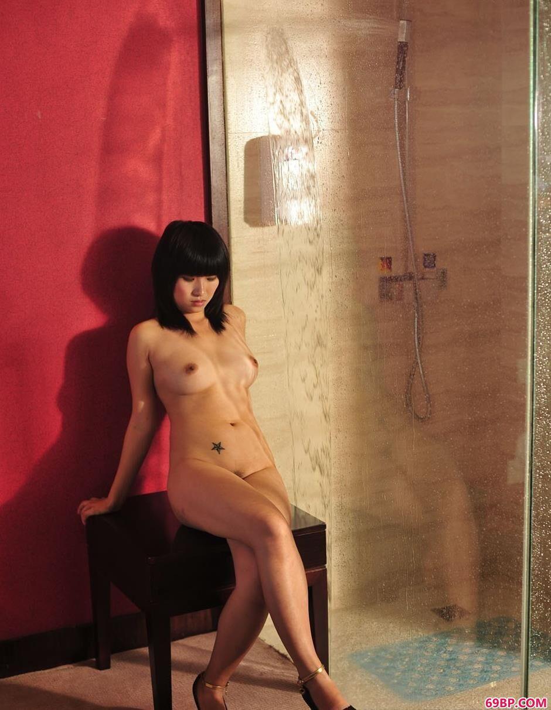嫩模蓝雅琦浴室里的淋水人体_metart乌克兰美女粉嫩18