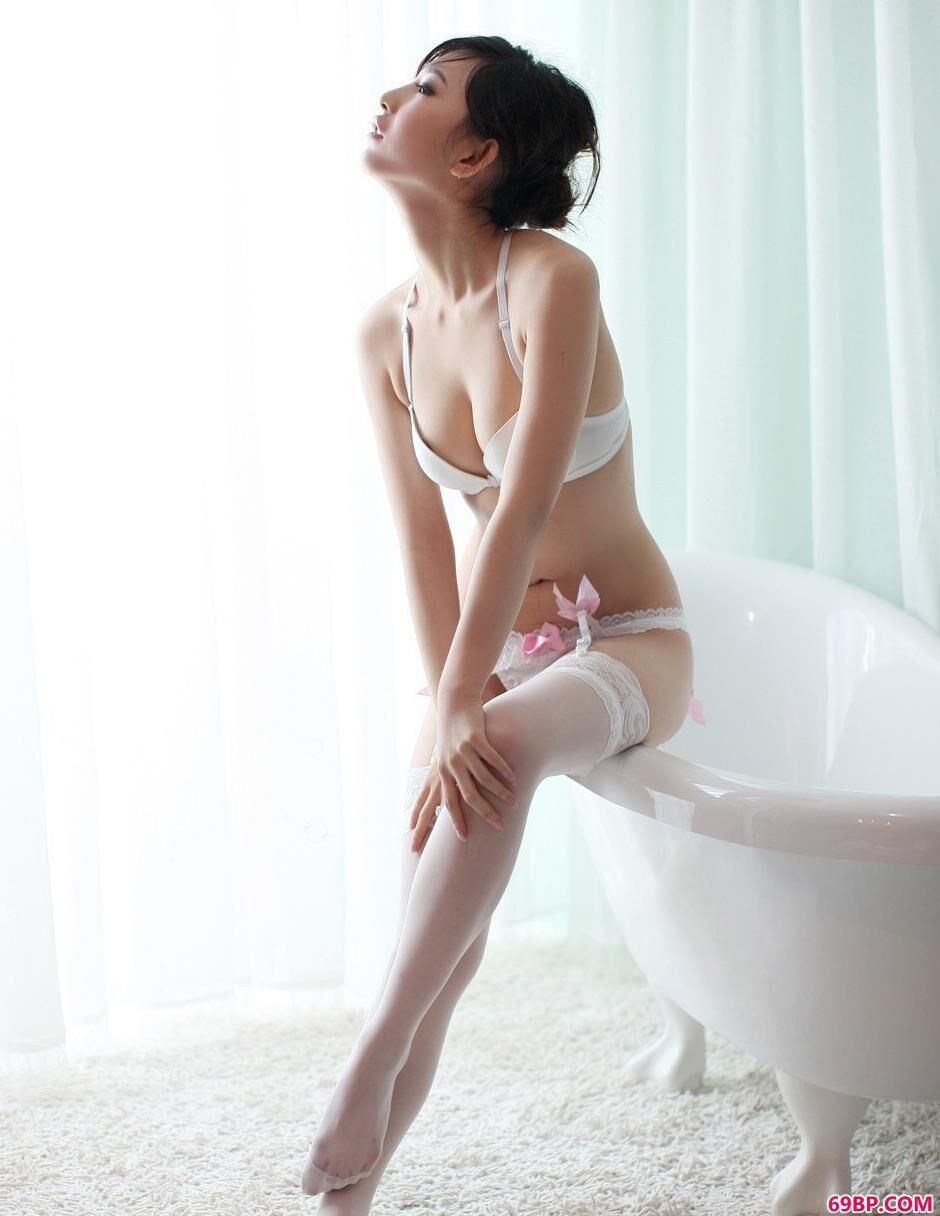 白色肉丝吊带晨雨内裤人体2_少妇真人做爰