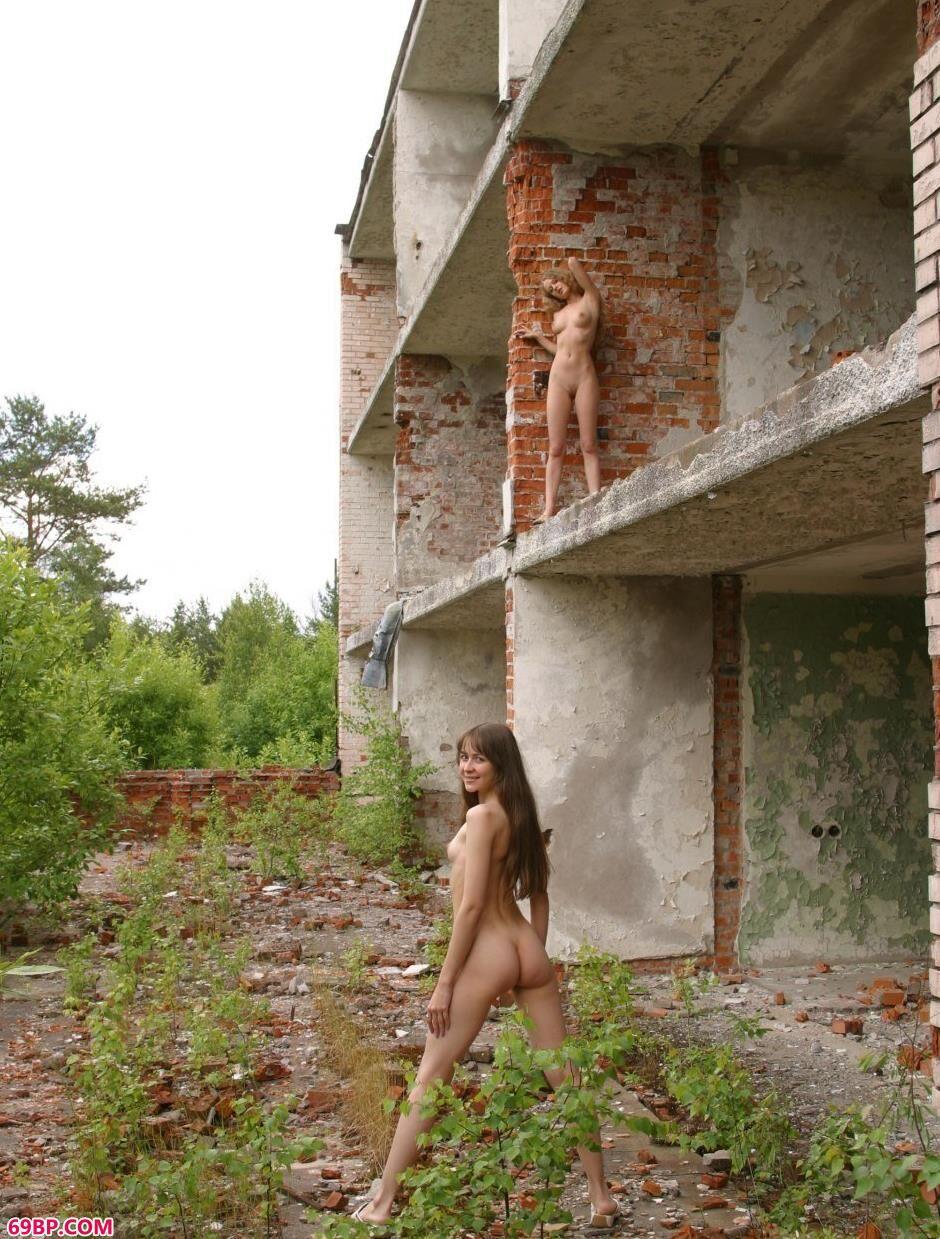 红砖房里的特人体美模Sveta和Olga_少妇又紧水又多