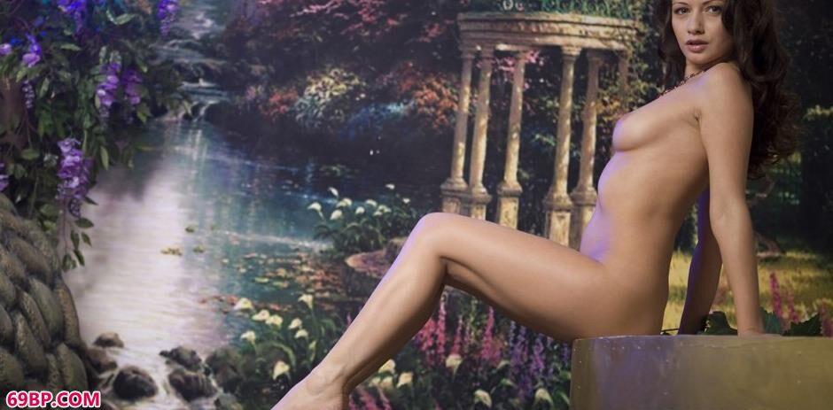 嫩模菲奥纳Fiona图片棚内的撩人美体2