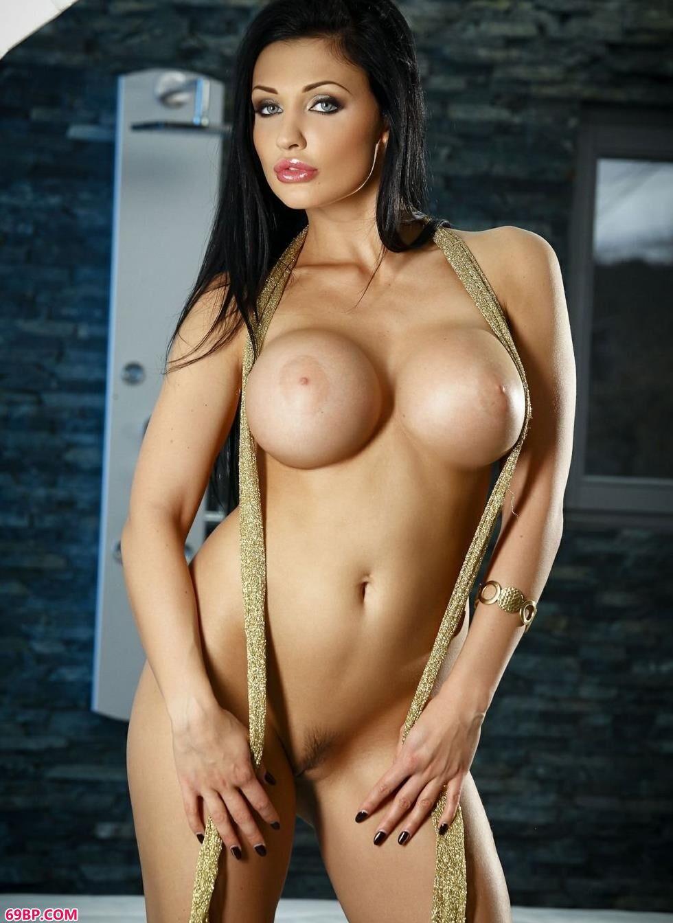 裸模Aletta床上的丰腴人体