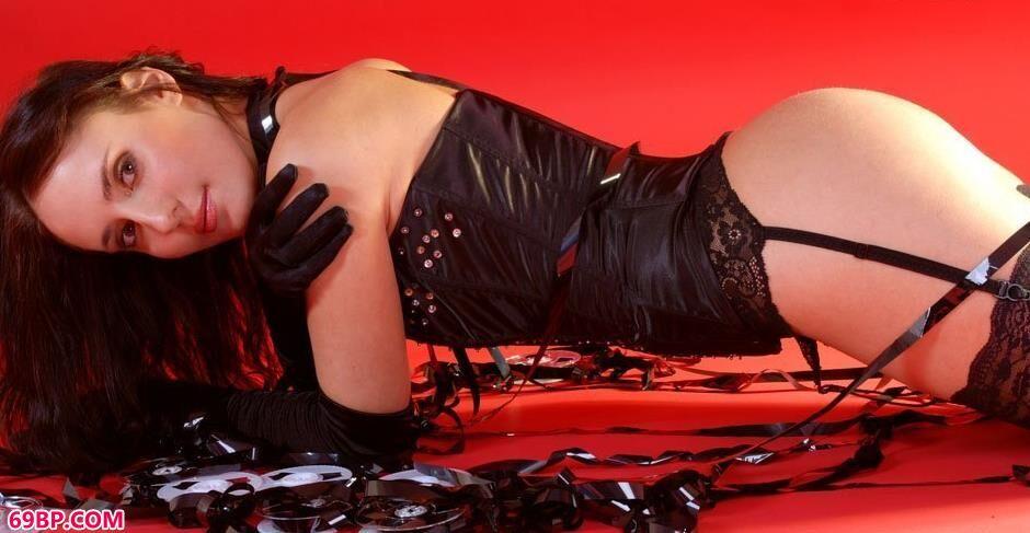美模阿纳斯塔西Anastasia红色背景棚里的女王人体3