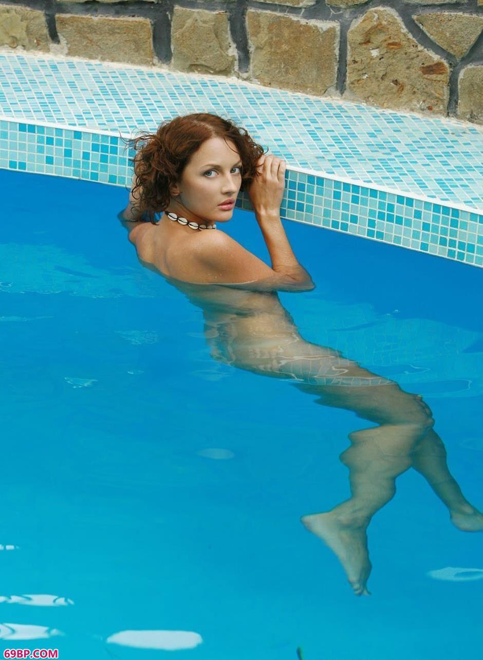 泳池里的米罗7_白嫩的150p
