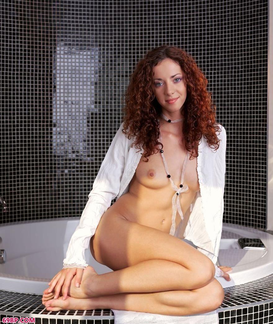 浴池边的碧眼女模1_videosgrstv欧美