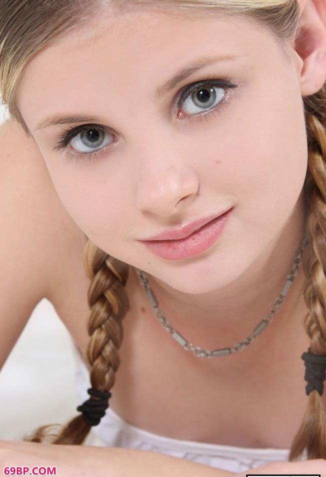 美国16岁妹子嫩体写照