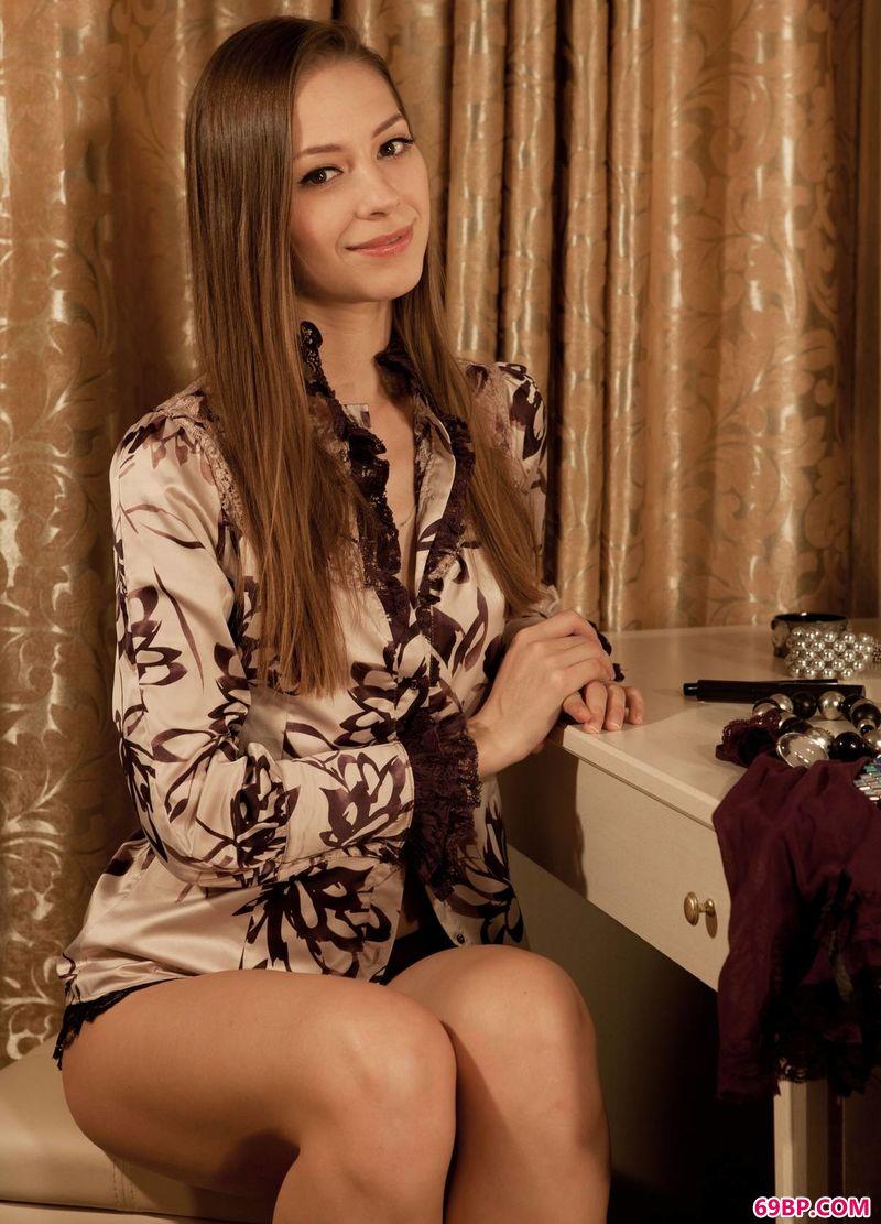 人体摄影G0Go人体_梳妆台前的女人Olya